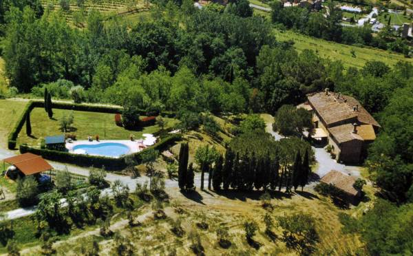 Tuscan farmhouse for holidays with pool for private use